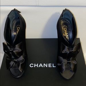 LIKE NEW CHANEL SHOES